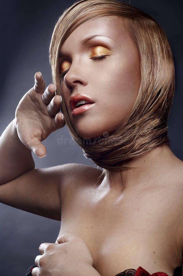 Download сделайте стильную поднимающую вверх женщину Стоковое Изображение - изображение насчитывающей внимательность, blondish: 18396399