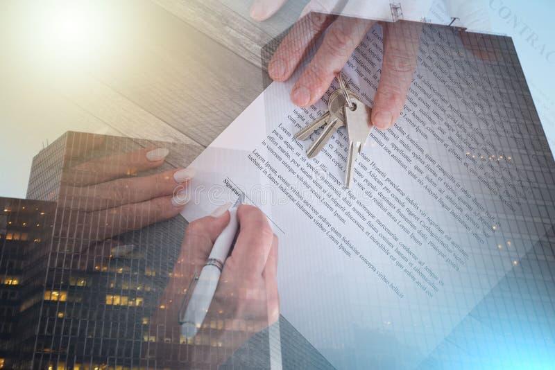 Сделка недвижимости; множественная выдержка стоковое изображение rf
