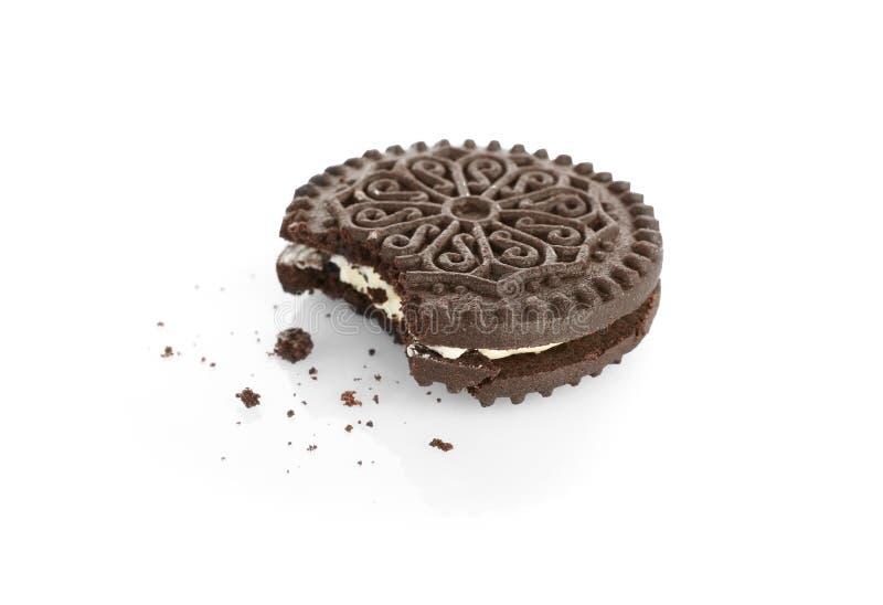 Сдержанное вкусные печенье и мякиши, изолированные на белизне стоковые изображения