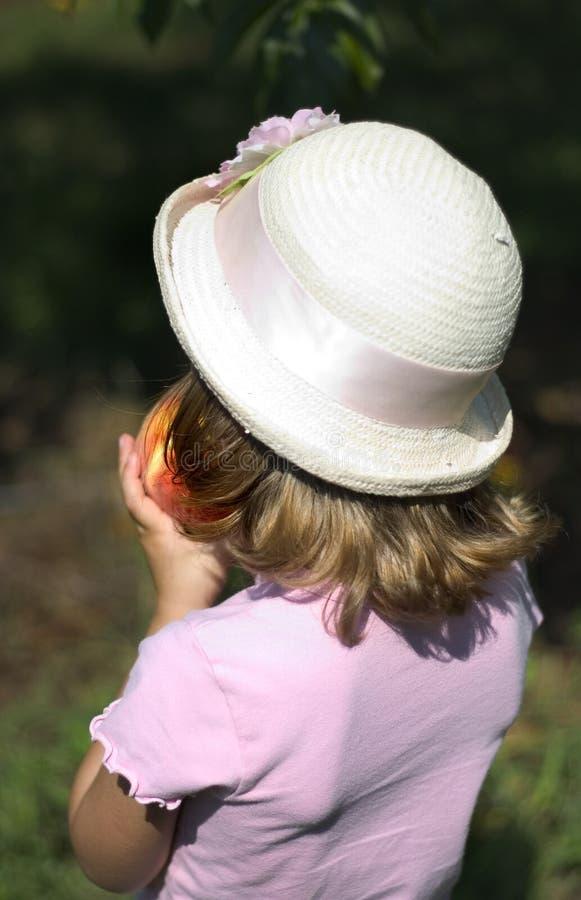 сдерживая персик девушки стоковое изображение rf