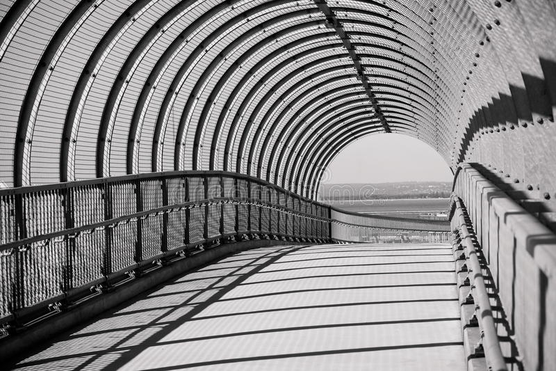 сдобренная дорожка моста конкретная стальная стоковые фото