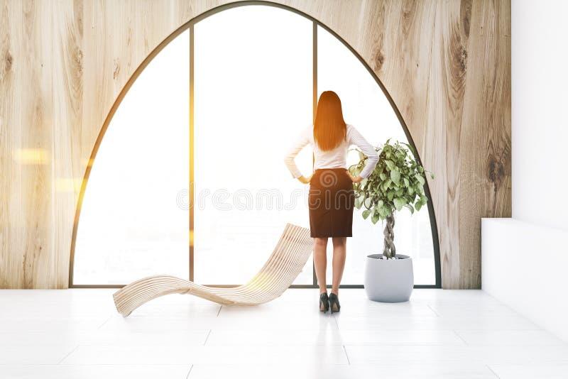 Сдобренная комната окна деревянная живущая, женщина шезлонга иллюстрация вектора