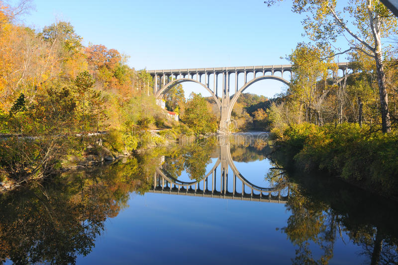 сдобренный мост осени стоковые изображения rf