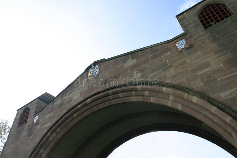 сдобренный мост chester исторический стоковые фотографии rf