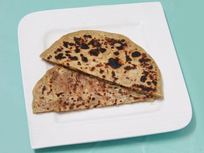 Северное индийское paratha aloo панджабца блюда стоковая фотография rf