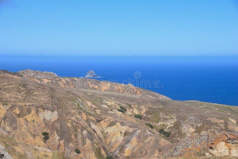 Северное побережье около Camacha в Порту Santo, Мадейре, Португалии стоковые изображения rf