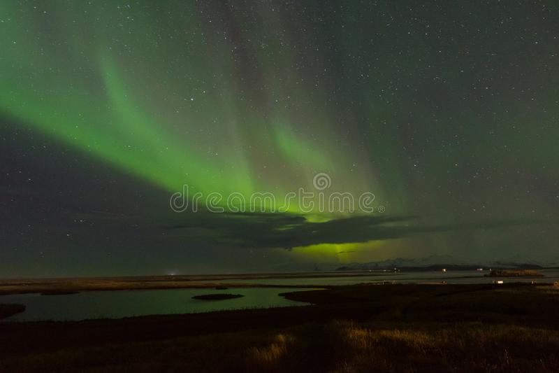 Северное сияние в исландской области сельской местности Hornafjordur стоковые фотографии rf