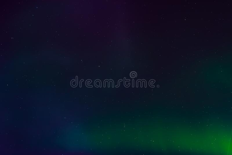 Северное сияние, северное сияние в ночном небе со звездами стоковые фото