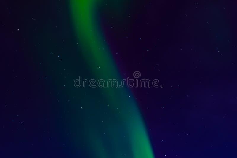 Северное сияние, северное сияние в ночном небе со звездами стоковые изображения rf