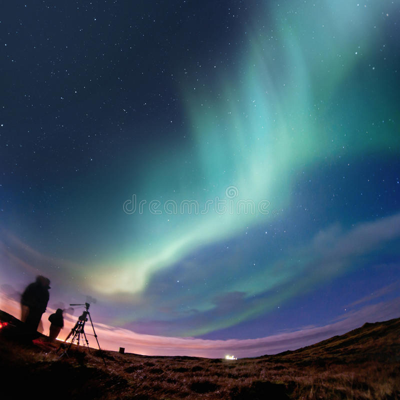 северное сияние освещает северную иллюстрация вектора