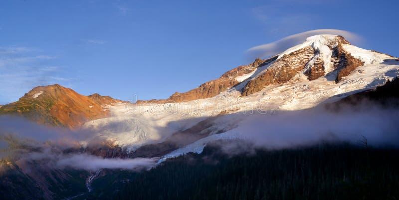 Северные каскады Mt Пики ледника Риджа Heliotrope хлебопека стоковая фотография