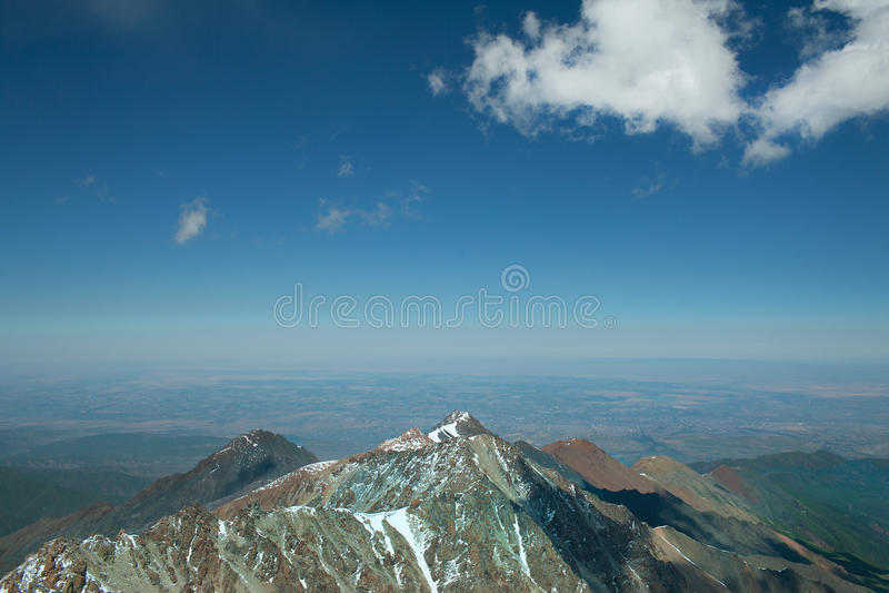 Северный ландшафт горы Тянь-Шань сценарный стоковое изображение rf