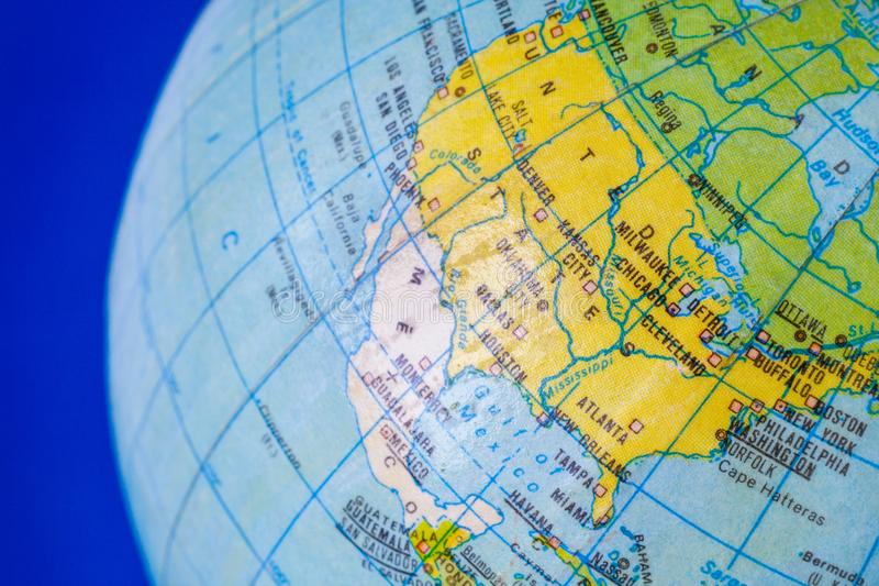 Североамериканский континент на политической карте глобуса стоковая фотография rf