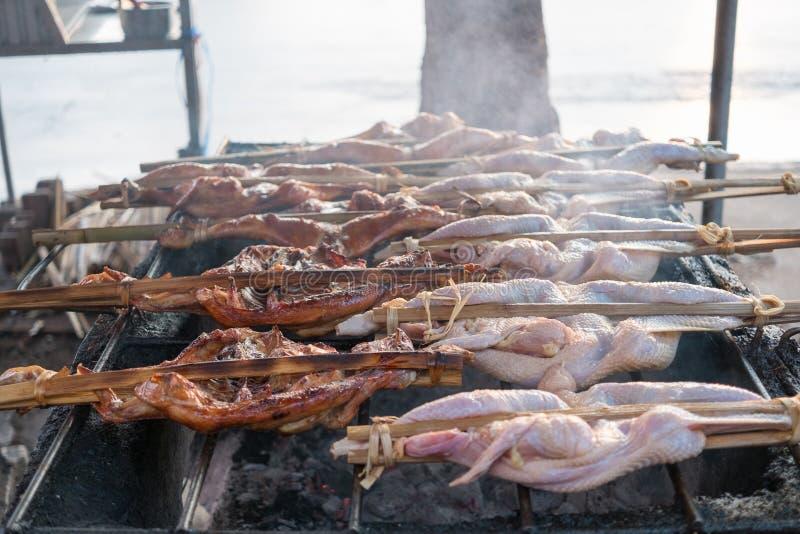 Северовосточный тайский зажаренный цыпленок стоковое изображение rf
