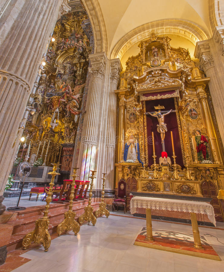 Севилья - бортовой алтар El Cristo del Amor Хуаном de Мезой (1620) в барочной церков Сальвадора (del Сальвадор Iglesia) стоковое изображение rf