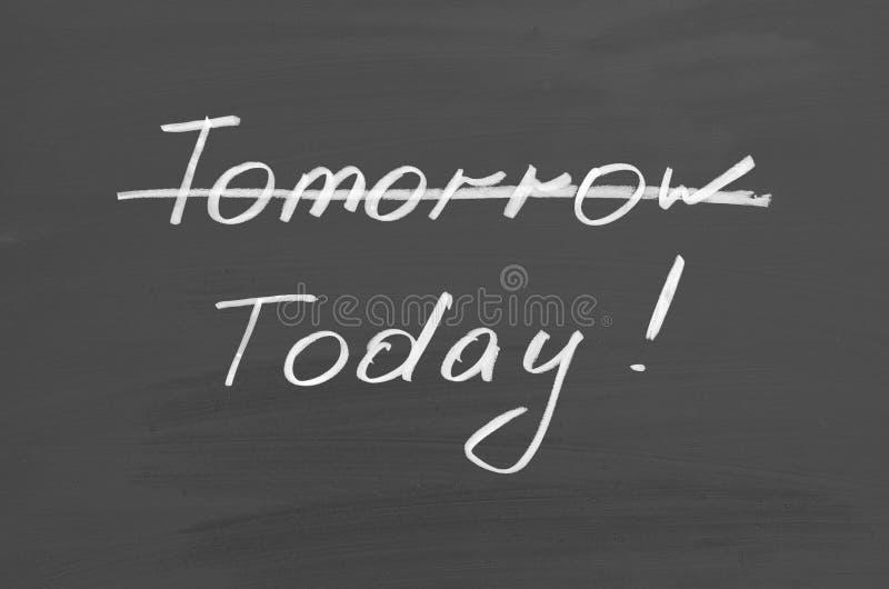 Сегодня завтра Текст на доске стоковые изображения rf