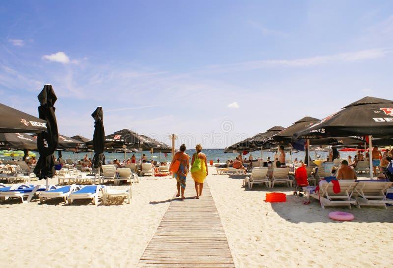Сезон лета на Чёрном море, на пляже Mamaia стоковая фотография