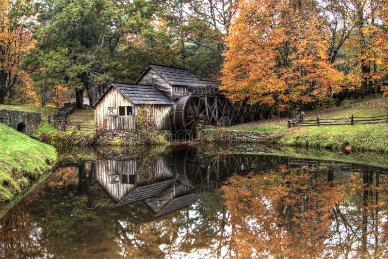 сезон gristmill падения деревенский стоковое изображение rf