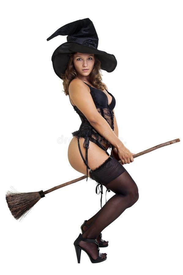 Видео танцы сексуальные ведьмы
