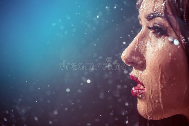 Сексуальная влажная девушка стоковое изображение rf