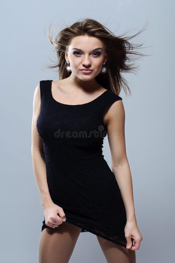 Сексуальная девушка с порхая волосами. стоковые фото
