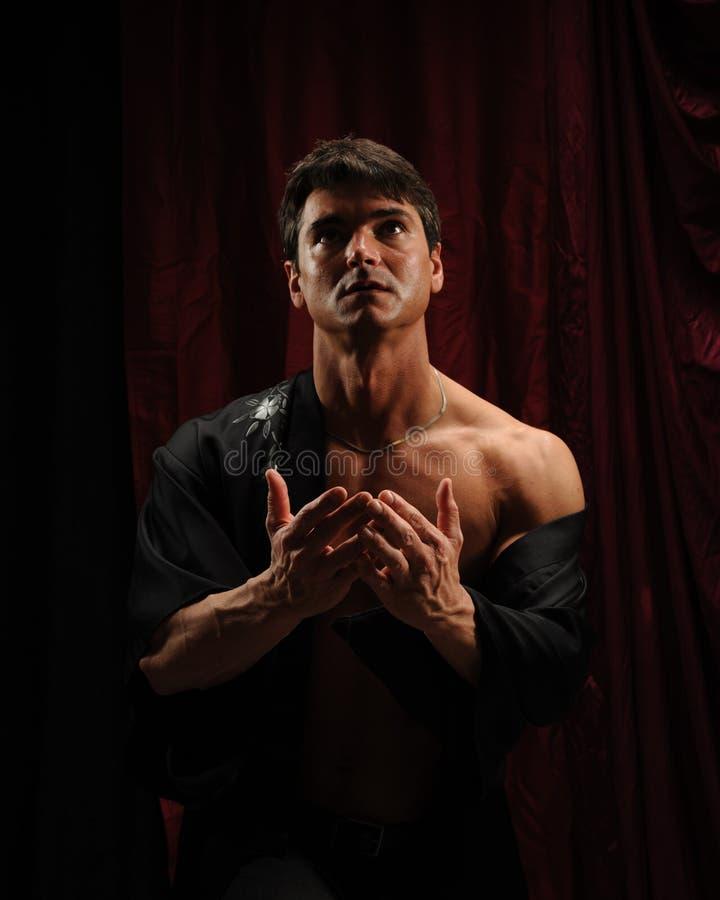 Сексуальные представления человека для фотоснимка стоковая фотография rf