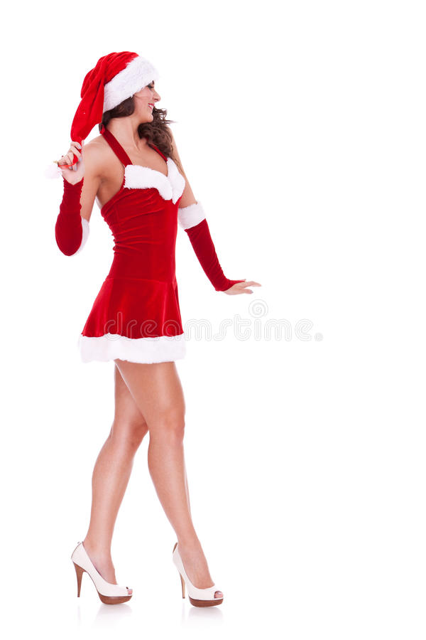 Сексуальный молодой гулять женщины santa стоковые изображения rf