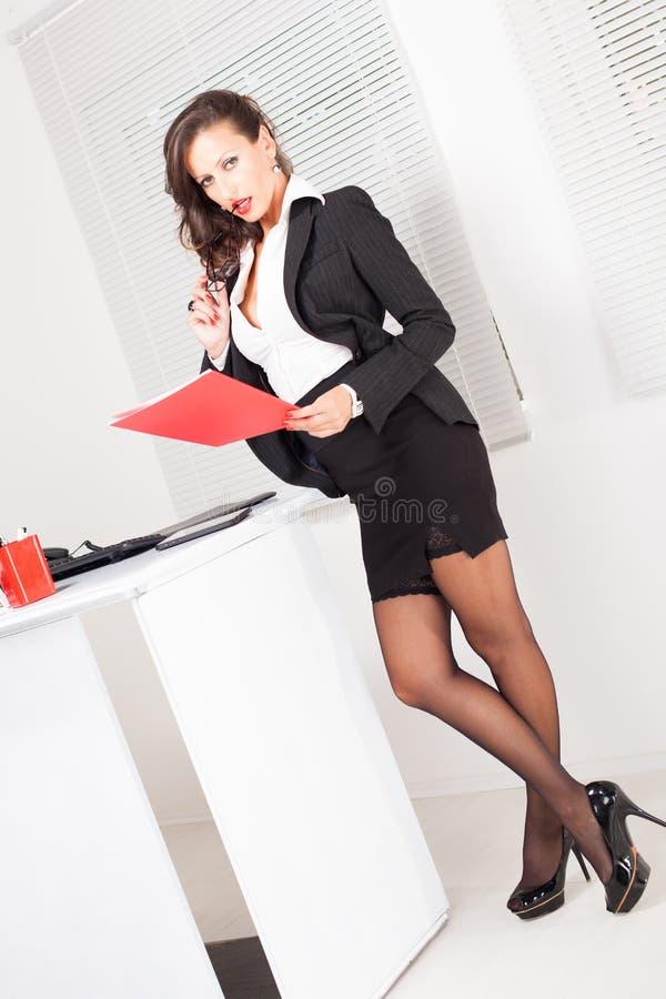 Сексуальная бизнес-леди стоковые фото