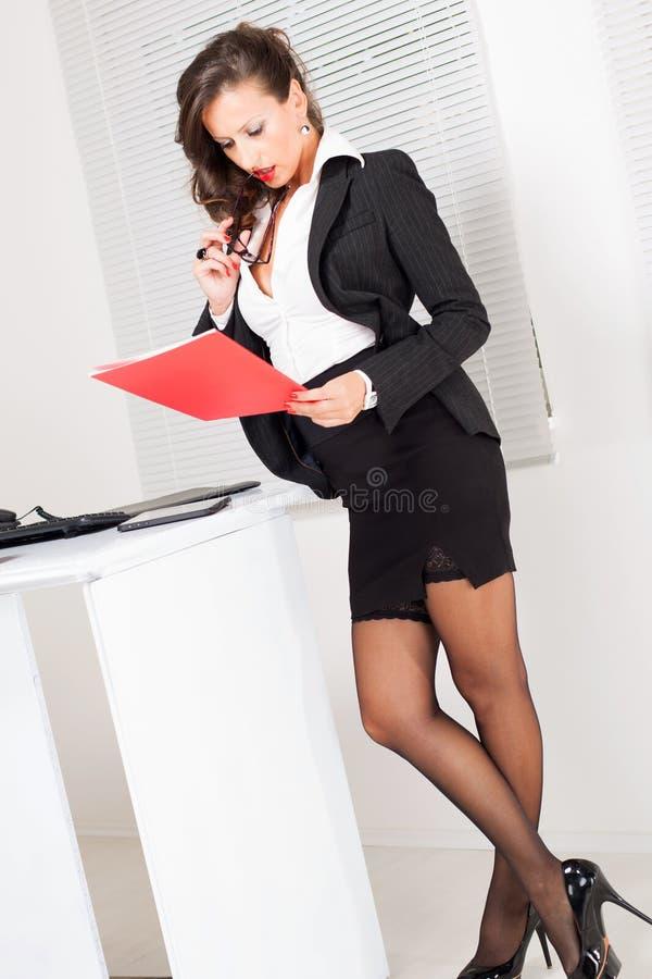 Сексуальная бизнес-леди стоковое фото rf