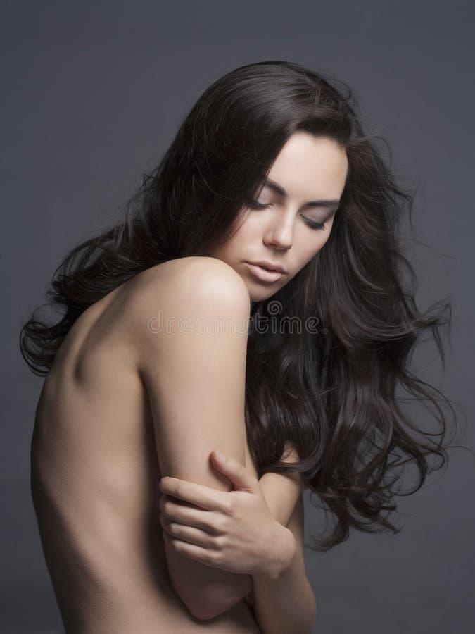 Сексуальная девушка с длинными здоровыми волосами стоковые изображения
