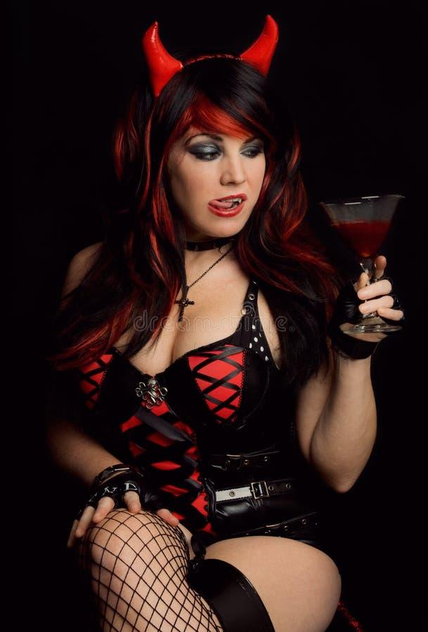 Сексуальная женщина в костюме дьявола стоковое фото rf