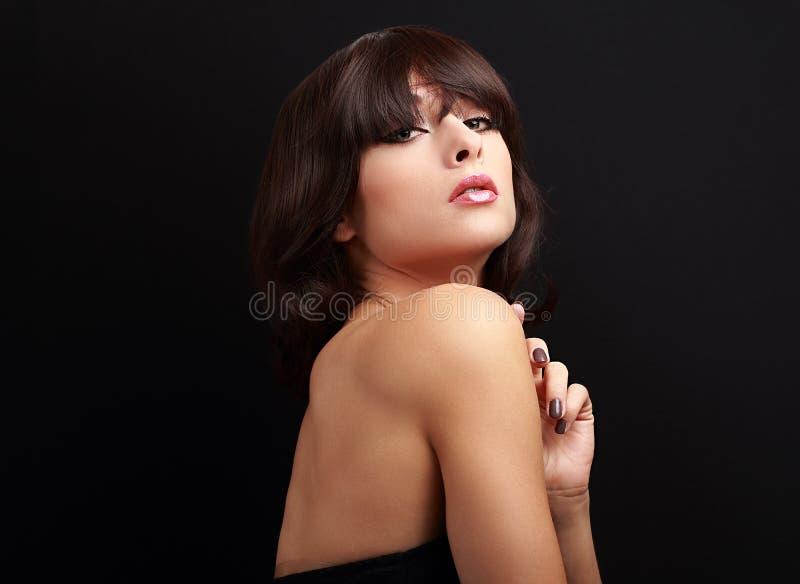 Сексуальная женщина состава с короткой прической стоковая фотография
