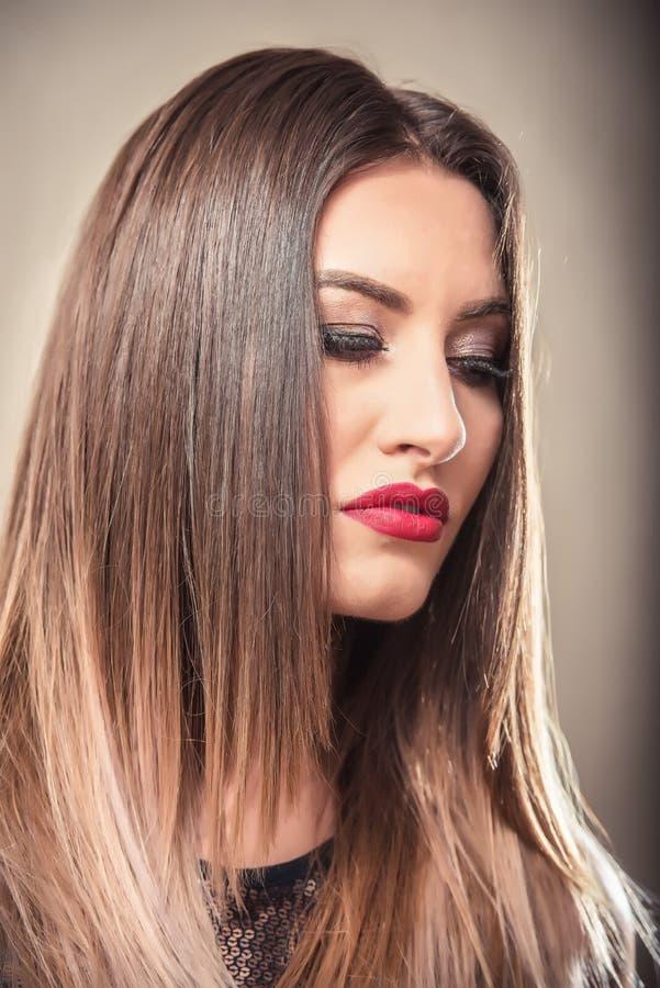 Сексуальная женщина с белокурыми волосами ombre стоковые изображения