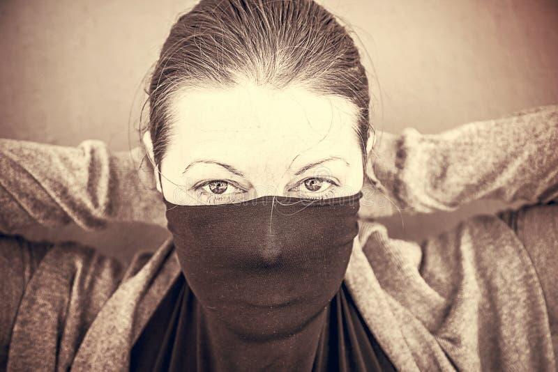 Сексуальное заволакивание женщины стоковая фотография