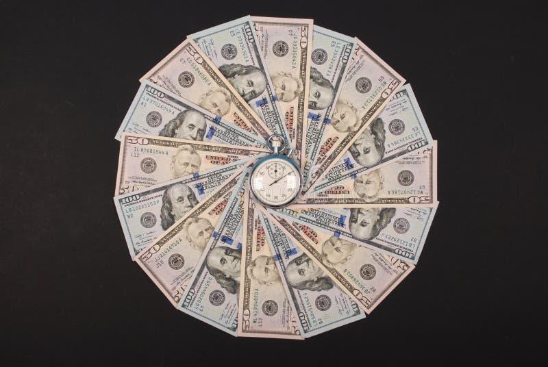 Секундомер на калейдоскопе мандалы от денег стоковая фотография