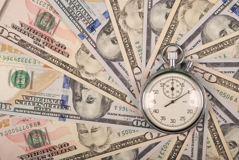 Секундомер на калейдоскопе мандалы от денег стоковое изображение rf