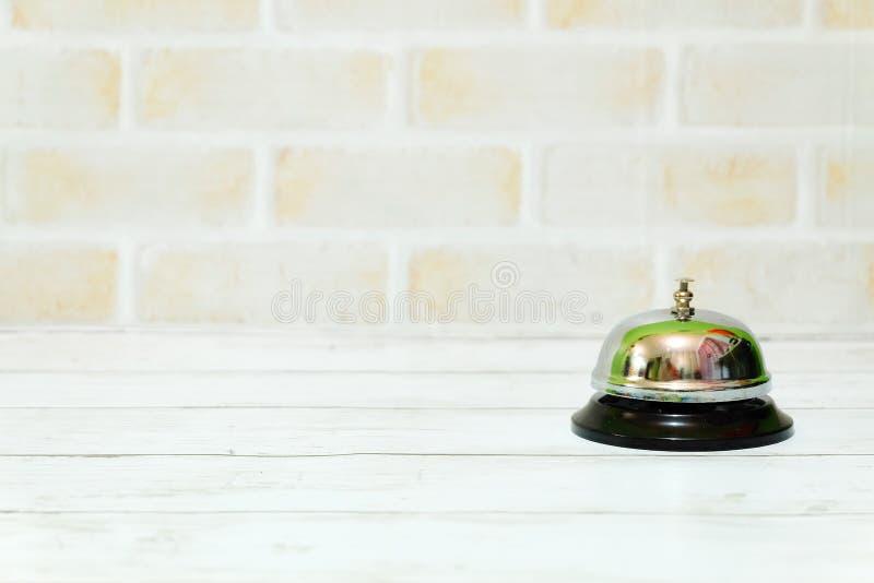 Селективный фокус колокола кольца изолированный с космосом экземпляра для текста стоковая фотография rf
