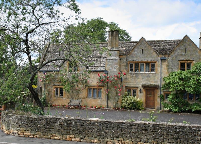село английской дома средневековое каменное традиционное стоковое фото