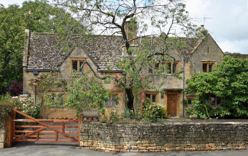 село английской дома средневековое каменное традиционное стоковая фотография