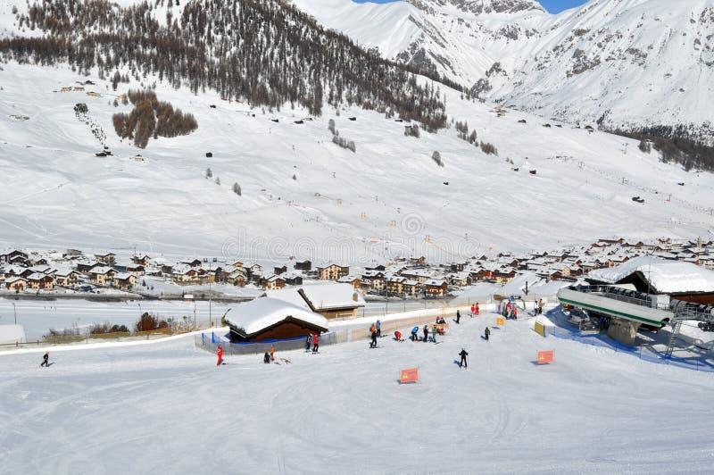 село лыжи сценария стоковое изображение