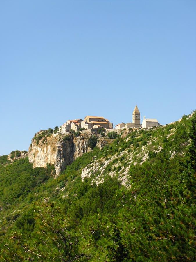 Село Lubenice на острове Cres, Хорватии стоковые изображения