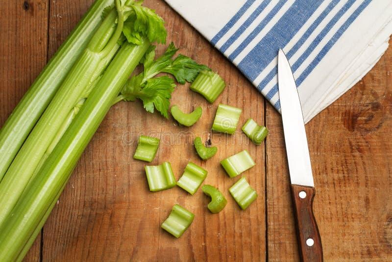 Сельдерей и нож Cutted стоковые фотографии rf