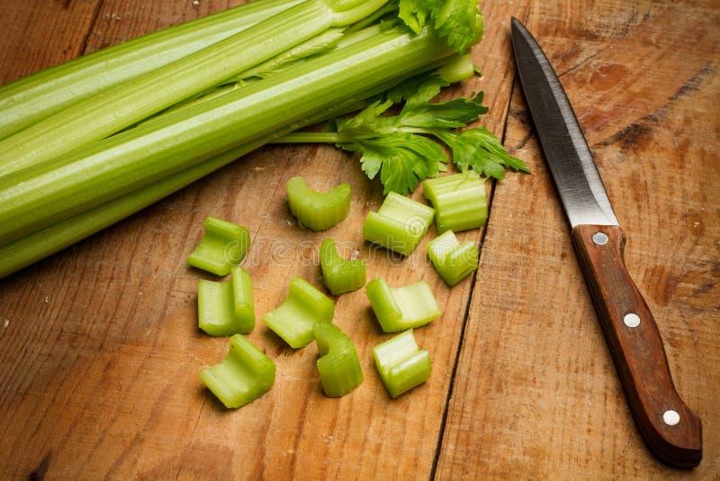 Сельдерей Cutted и нож стоковые изображения rf