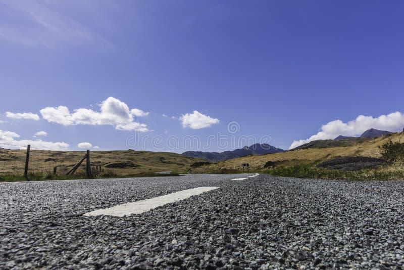 Сельская дорога с красивым видом стоковая фотография rf