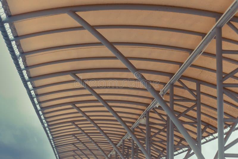 Сельский вокзал в сиротливом утре стоковое изображение rf