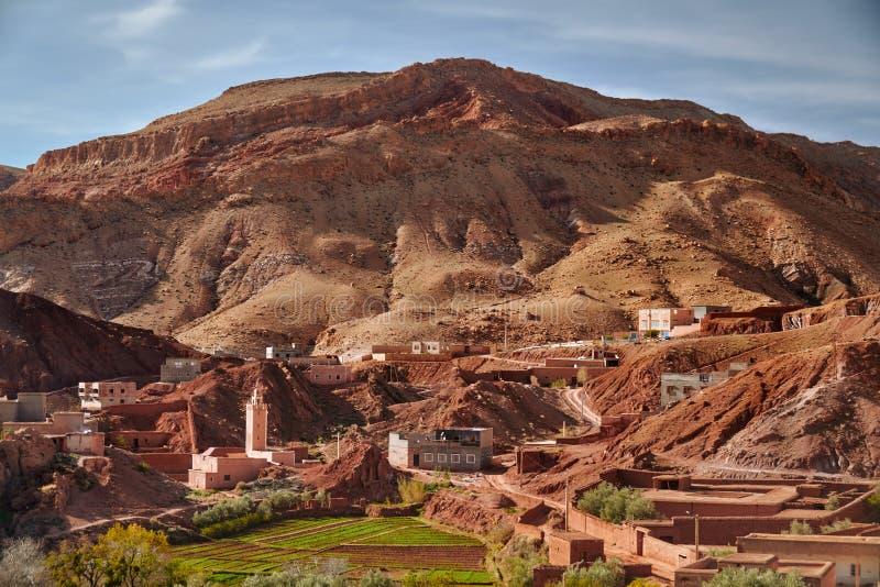 Сельский город в каньоне Dades du Ущелья в Марокко стоковое изображение