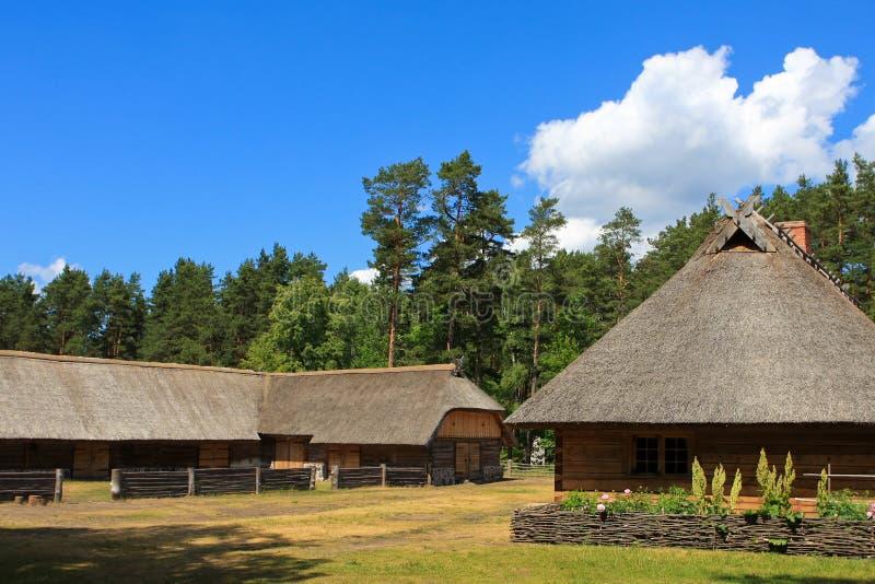 сельский дом традиционный стоковые фото