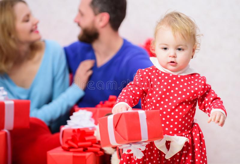 Семейные ценности Дочь прекрасной семьи милая Влюбленность и счастье Родительство награженное с любовью шестки семьи принципиальн стоковое изображение
