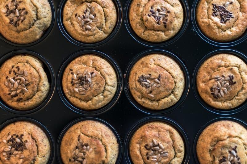 Семена здорового wioth булочек смешанные в лотке Взгляд сверху стоковое фото