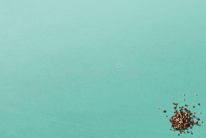 Семена черного перца на чистых предпосылках стоковая фотография rf